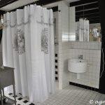 Dusche, rechtes Waschbecken